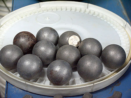 Abrasive load spheres for Los Angeles