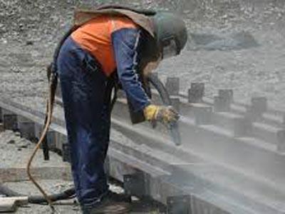 किसी धातु को साफ करने, पॉलिश करने की विधि